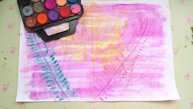 פעילות ויצירה בסוכות משחקים בעלים וצבעי מיםסוכות