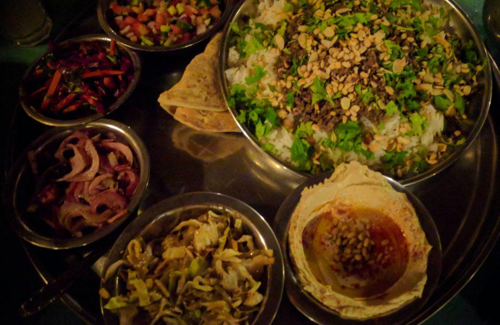 חאן ברותיים ארוחת הערב - מה עושים בנגב