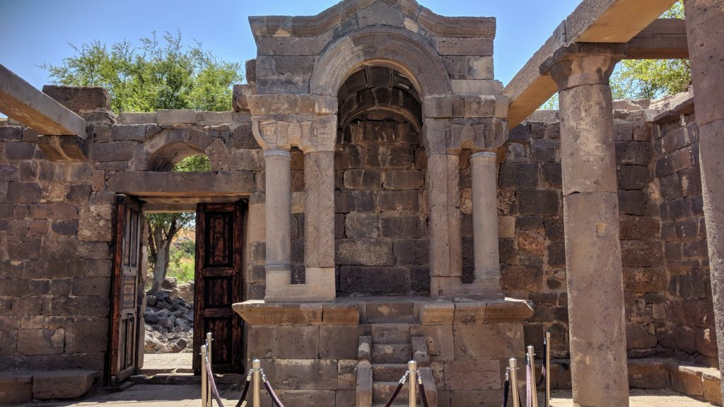 הגולן המערבי טיול משפחתי - מחוץ למסלול השיגרתי עין קשתו בית הכנסת העתיק