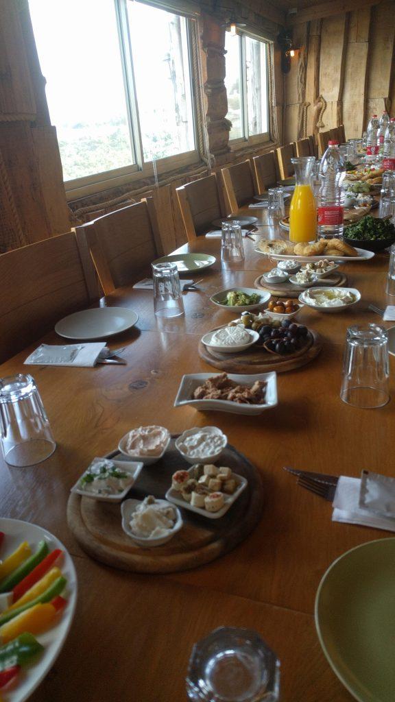 """ארוחת בוקר במסעדת הר האר""""י"""
