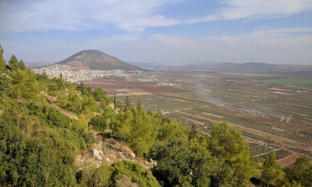 אטרקציות בעמק יזרעל תצפית לכיוון העמק מיער בית קשת